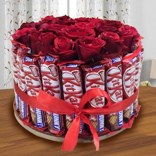 Delightful Arrangement of Kitkat with Red Roses