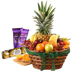 Adorable Gift Basket of Chocolates N Mixed Fresh Fruits