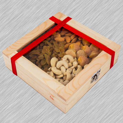 Classical Wooden Gifts Box of Assorted Dry Fruits