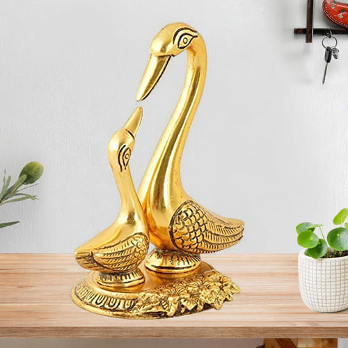 Decorative Pair of Kissing Duck Metal Showpiece